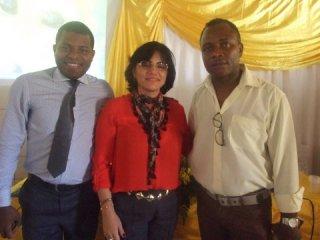 Palestrantes Joval Lacerda e pedagoga e teóloga Cristiane Paz, ao lado do secretário de educação de Itagimirim, Valdirinei Nascimento. (Foto: ASCOM)