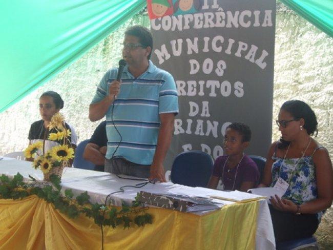 O prefeito Rogério Andrade, acompanhado por secretários e assessores se fez presente. (Foto: ASCOM)