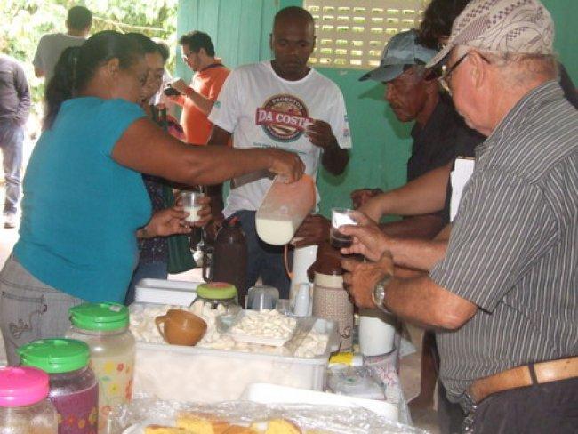 café da manhã servido a base de petiscos fabricados lá mesmo na comunidade pelos participantes do Projeto. (Foto: ASCOM)