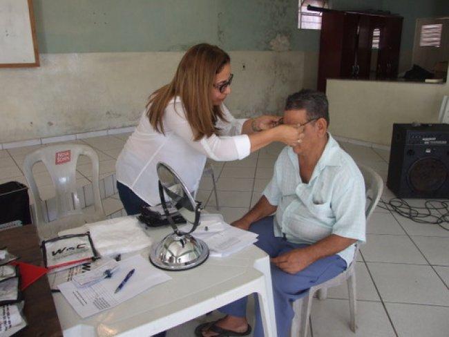 Óculos são entregues gratuitamente em Itagimirim. (Foto: ASCOM)