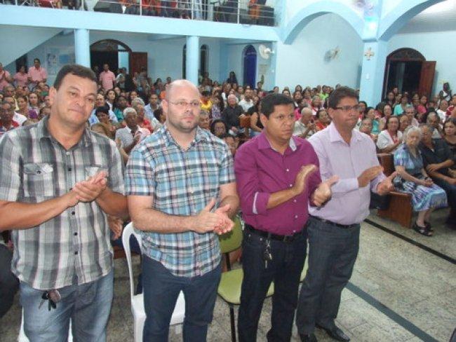 O Prefeito Rogério Andrade esteve todo o tempo cercado por quase todos os secretários do municipais e assessores mais diretos. (Foto: ASCOM)