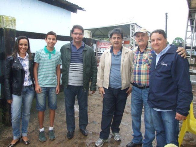 O prefeito de Itagimirim, Rogério Andrade, parceiro no evento, também esteve na Fazenda Esmeralda, acompanhado de sua família, (esposa e filhos) e alguns assessores da Prefeitura. (Foto: ASCOM)