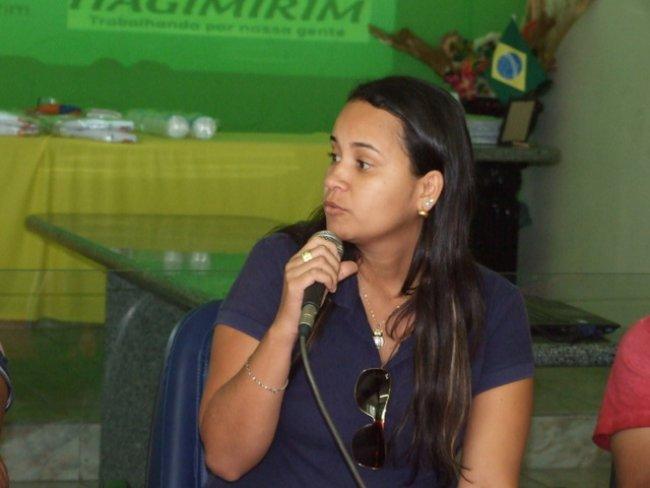 Manoella, coordenadora da Vigilância Epidemiológica, falou da importância do trabalho desenvolvido por todos que atuam na área que a ela corresponde e que tem gerado bons frutos para a população do município.