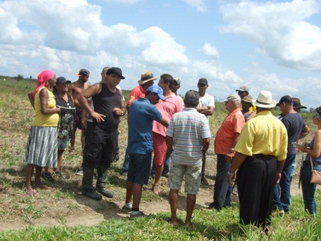 Rogério Andrade esteve na Fazenda Lameirão, onde há um acampamento com aproximadamente 300 famílias que lutam pela posse daquelas terras. (ASCOM)