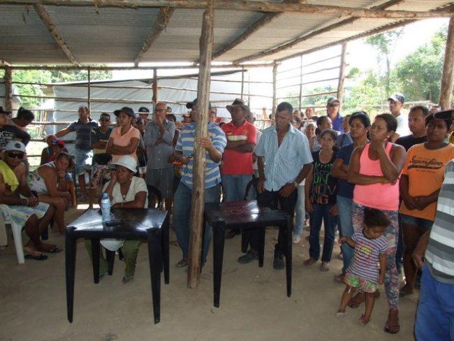 As famílias se mostraram agradecidas e confiantes nos compromissos assumidos por Rogério. (ASCOM)