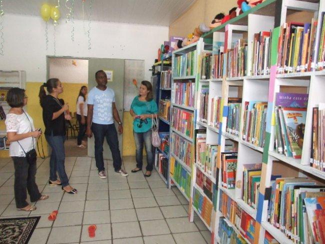 Escola Adélia disponibiliza vários livros em biblioteca. (Foto: ASCOM)