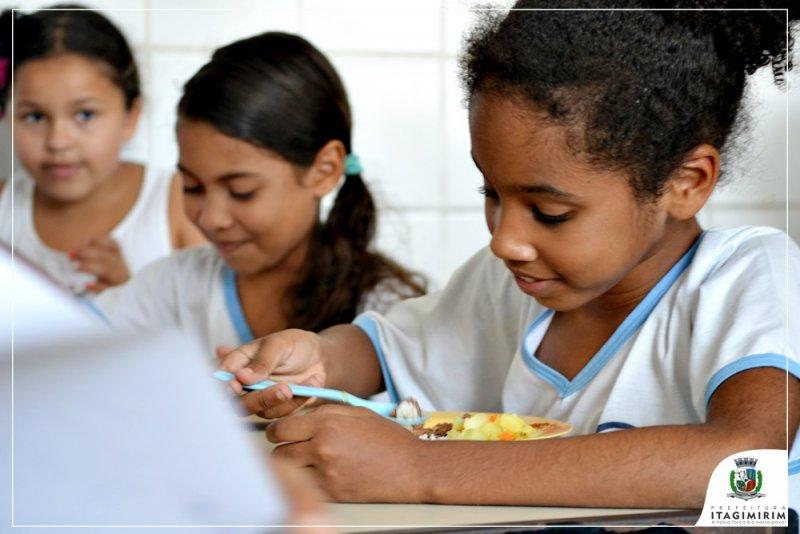 Alunos da Escola Adilson Guimarães estão recebendo além de uma alimentação balanceada, uma carga horária extensa onde são expostos a uma grande variedade de atividades ao longo do dia (ASCOM)
