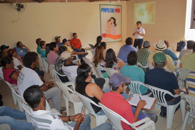 Produtores rurais e a associação quilombola Marobá dos Teixeira, de Almenara, receberam uma capacitação em recuperação de áreas afetadas por doenças do cacau, preservação ambiental e tratos culturais, com o objetivo de mudar sua cultura extrativista - Divulgação