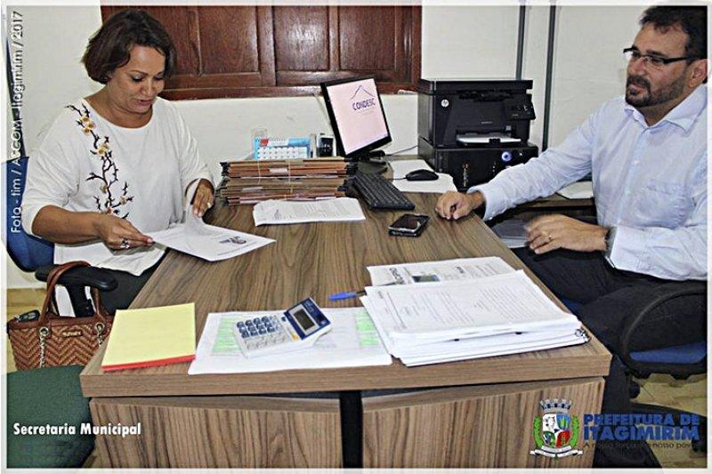 Prefeita assinou o Contrato de Repasse Nº 1040908-06/2017 do Ministério das Cidades com a prefeitura de Itagimirim (ASCOM)