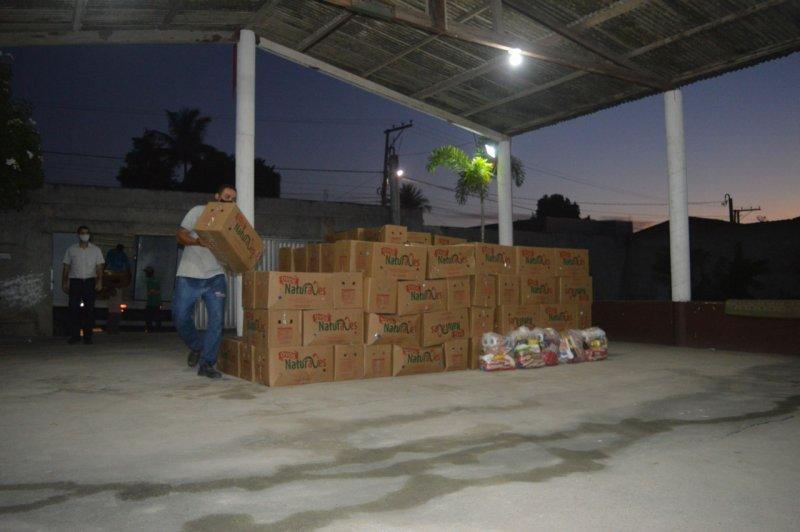 Entrega de cestas no bairro Juca Rosa (Divulgação)