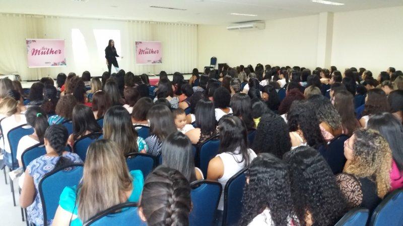 Palestra ministrada pela coach e psicopedagoga Rosi Pinheiro (Ascom/Veracel)