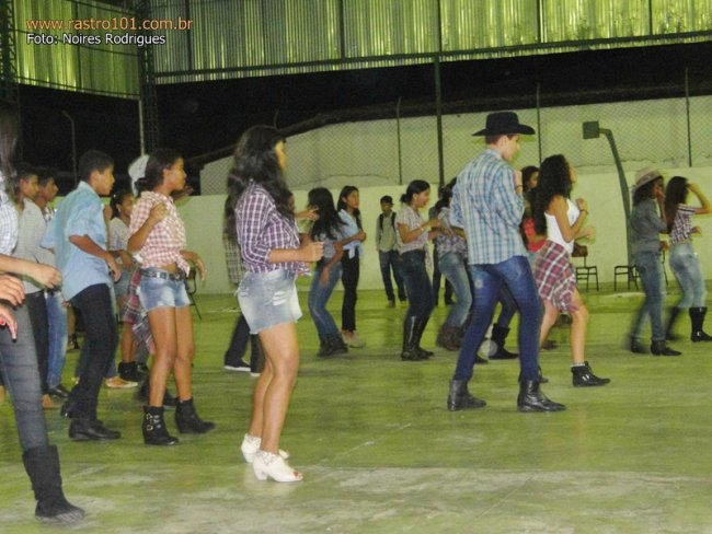 Alunos realizaram projeto de dança na quadra do Othoniel. (Foto: Noires)