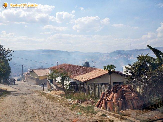 Fumaça cobriu toda a cidade. (Foto: Rastro101)