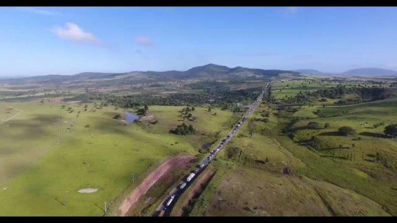 Imagens mostram quilômetros de congestionamento (Foto: Isaac Gusmão)