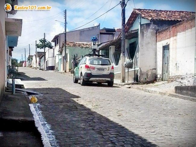 Outra imagens do veículo, agora na Rua São Pedro, em Itagimirim. (Foto: Rastro101)