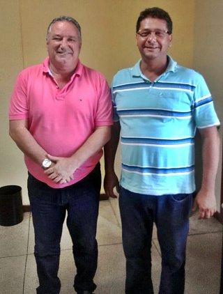 Deputado federal Ronaldo Carletto ao lado do prefeito de Itagimirim Rogério Andrade. (ASCOM)