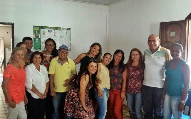 Técnicos, assessores e demais servidores da SDS, bem como a titular da pasta, Wanderléia de Souza Santos, e a coordenadora do Centro de Referência de Assistência Social (CRAS), Sheila Ferreira dos Santos, participaram da comemoração. (Foto: Divulgação)