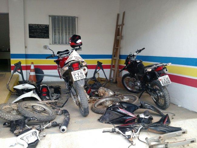 Várias motos roubadas na região do Salto da Divisa e Itagimirim. (Foto: Polícia Militar)