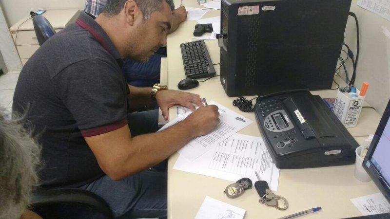Policiais civis de Jequié, Paulo Afonso e Itapetinga assinaram, nesta semana, o Requerimento de Desistência para não trabalhar no carnaval de  Salvador, em 2018. (Dvulgação)