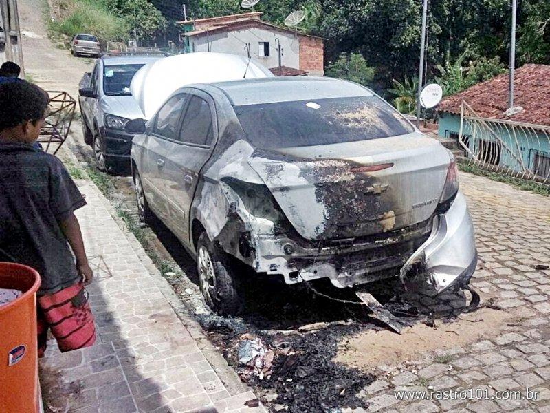 Veículo ficou muito danificado (Internauta/Via WhatsApp)