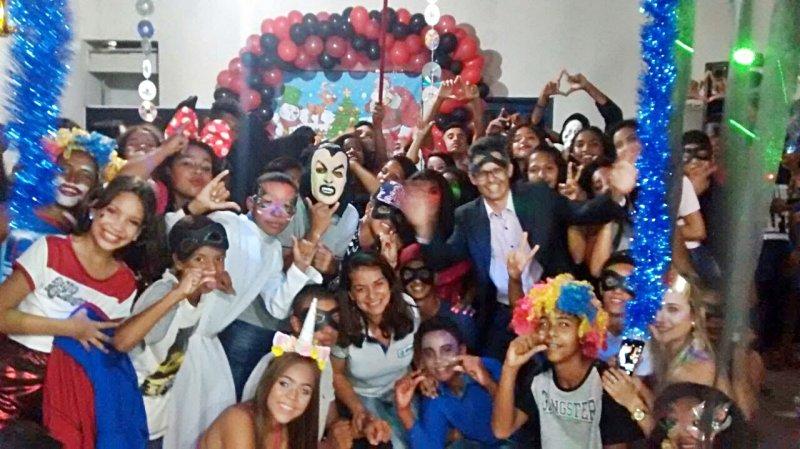 Comemoração com festa à fantasia com os alunos do 5º ao 8º ano em Itagimirim (Divulgação)