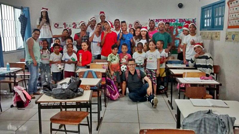 Quase mil brinquedos foram distribuídos aos alunos das escolas municipais (Divulgação)