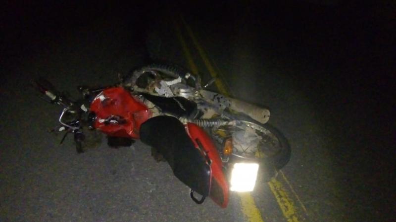 Moto colidiu com carro de passeio. (Imagem: SulBahia News)