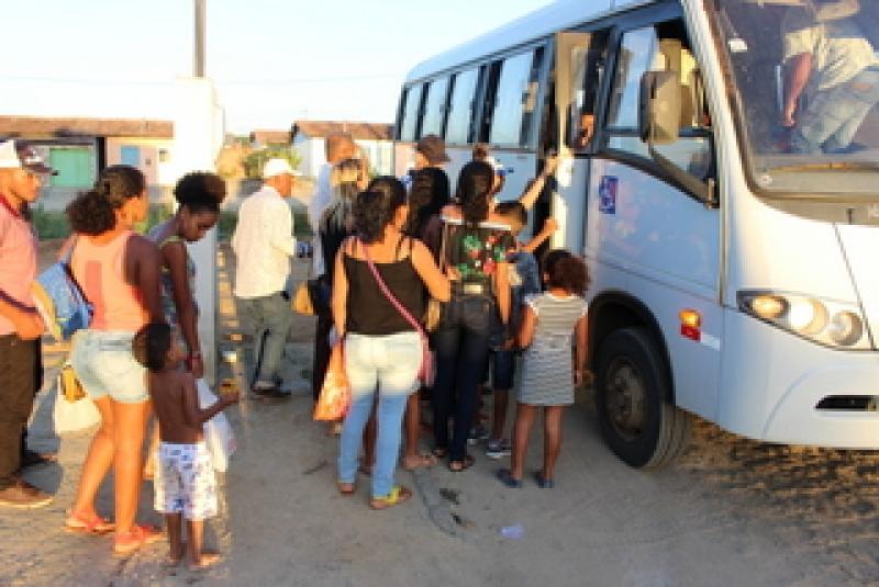 Pacientes de União Baiana foram transportados para a sede do município para serem atendidos. (Ascom-Prefeitura de Itagimirim)
