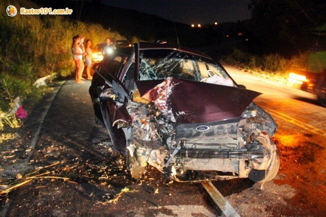 Veículo ficou completamente destruído (Foto: Rastro101)