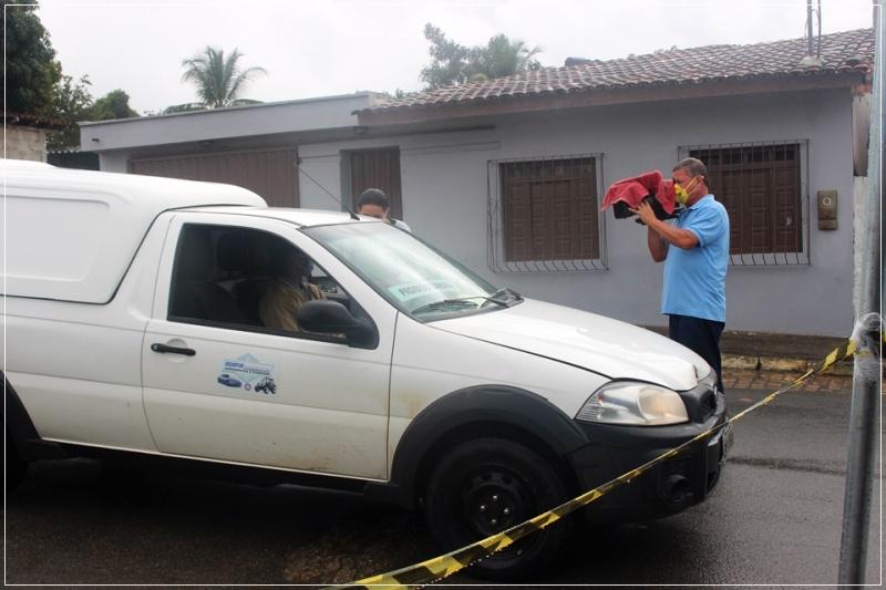 Reportagem acompanha o trabalho dos agentes da barreira sanitária. (ASCOM-PMI/Divulgação)