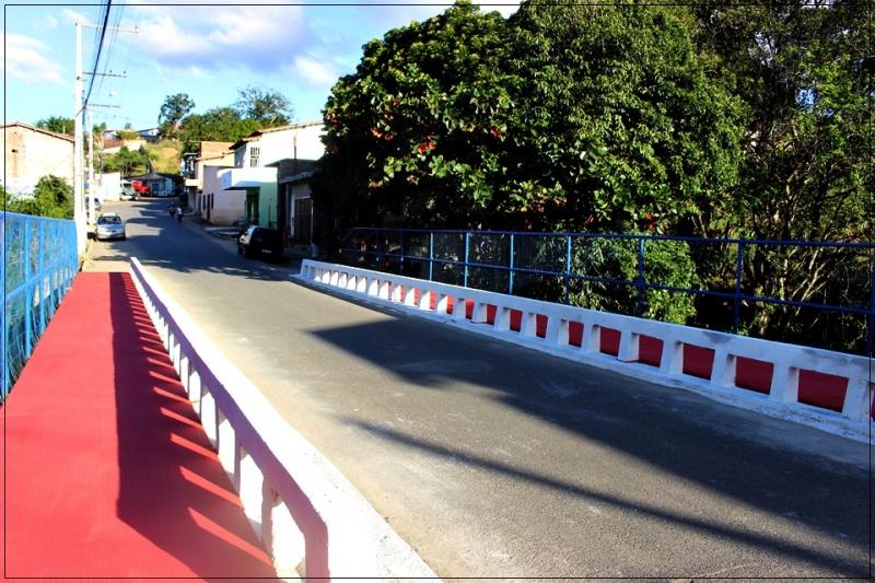 Passarela da ponte sobre o Rio Limoeiro. (ASCOM-PMI/Divulgação)