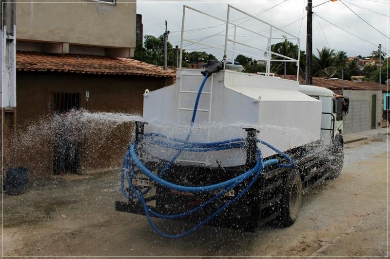 Desinfecção de ruas com hipoclorito de sódio em Itagimirim. (Prefeitura de Itagimirim/Divulgação)