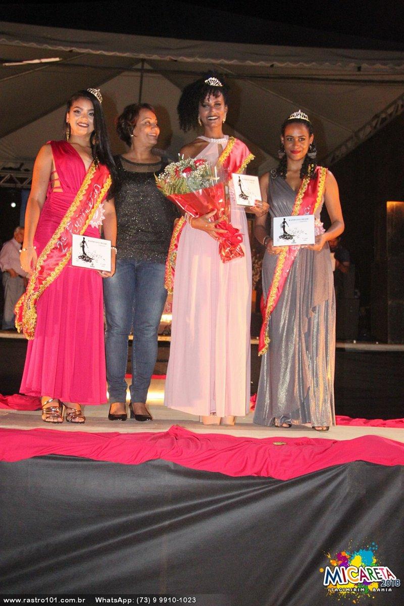 Prefeita Devanir e as três vencedoras do concurso (Polly Alves/Rastro101)