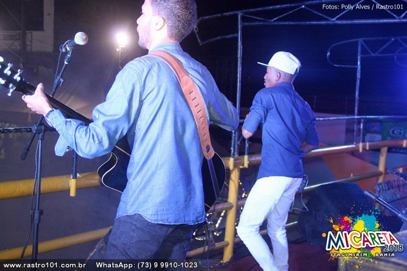 Cantor Cássio Camargo animou a primeira noite de shows em Itagimirim (Polly Alves/Rastro101)