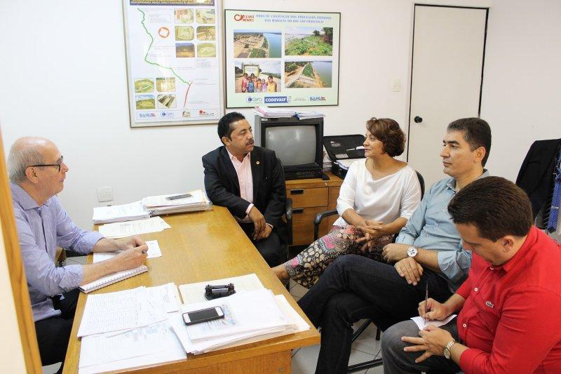 Prefeita Devanir apresentou a necessidade da construção de poços para garantir a ampliação do sistema de abastecimento de água no distrito de União Baiana. (Divulgação)