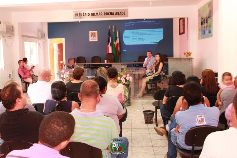 Representantes da Embasa buscaram  esclarecer alguns pontos do contrato, que terá duração de 30 anos. (ASCOM-Prefeitura de Itagimirim)<br />