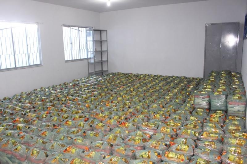 Kits começaram a ser entregues aos alunos nesta quinta (30). (Divulgação: ASCOM-Prefeitura de Itagimirim)