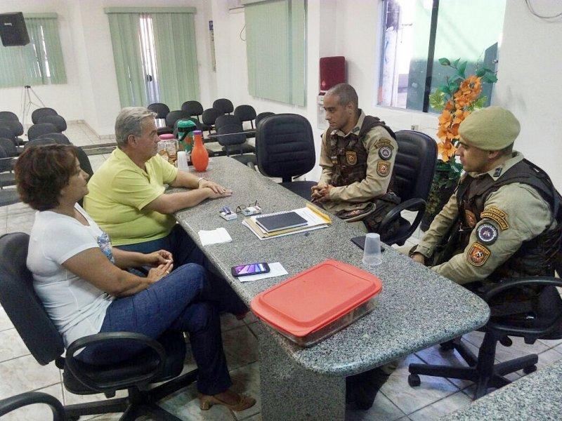 O comandante afirmou que a companhia independente da polícia militar, intensificará as rondas em Itagimirim e frisou a importância da parceria com a população. (ASCOM)