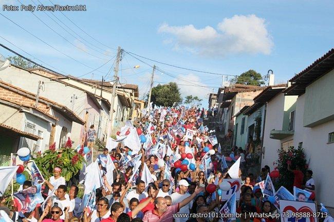 Caminhada partiu do bairro Norberto Fernandes e seguiu pelas principais ruas da cidade. (Foto: Polly Alves)