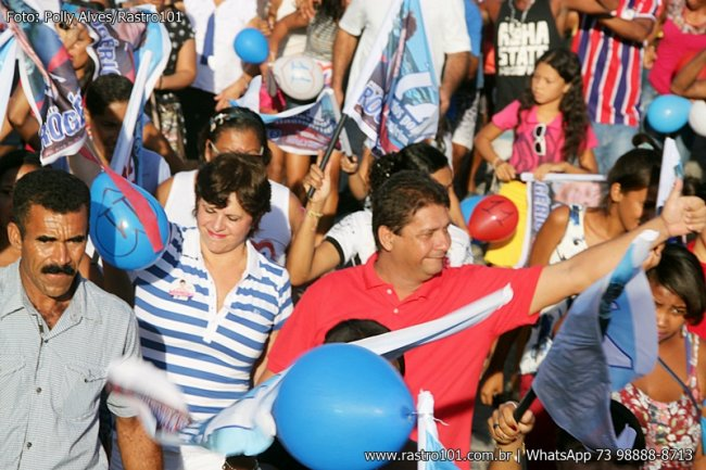 Rogério saiu em caminhada em meio à multidão. (Foto: Polly Alves)