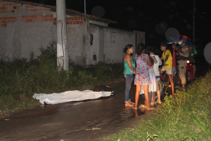 Jovem assassinado a tiros em Eunápolis. (Foto: Radar64)