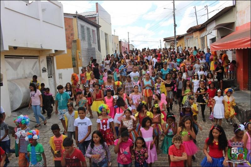 Centenas de crianças participaram das comemorações pelo Dia das Crianças em Itagimirim. (ASCOM-Prefeitura de Itagimirim)
