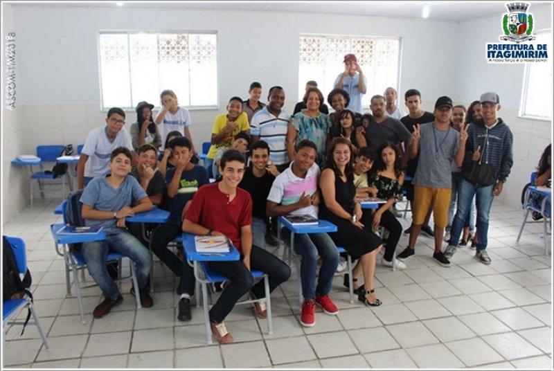 A prefeita Devanir Brillantino vistoriou escolas e acompanhou o início das aulas na Rede púbica Municipal de Ensino na manha da última segunda-feira 26/01. (ASCOM)