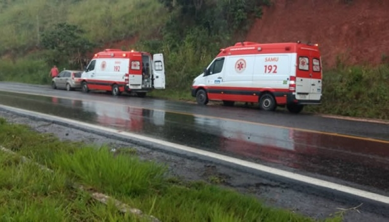 Ambulâncias do SAMU no local do acidente. (Itamaraju Notícias)