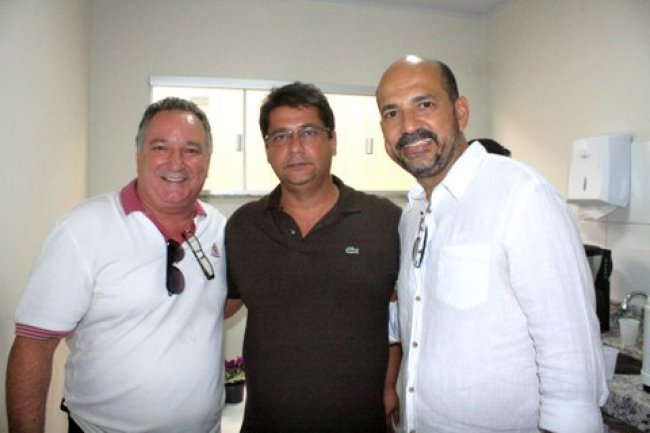 Ronaldo Carletto - deputado federal, Rogério Andrade -  prefeito de Itagimirim e Robério Oliveira - deputado estadual. (Foto: J. Góis)