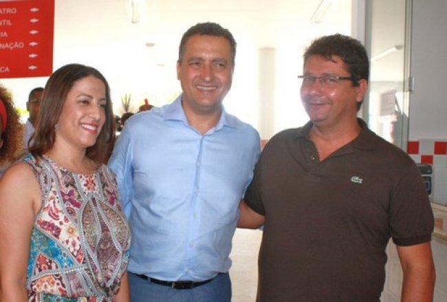 Prefeito de Itagimirim ao lado do governador da Bahia Rui Costa e da prefeita de Porto Seguro Cláudia Oliveira (Foto: J. Góis)