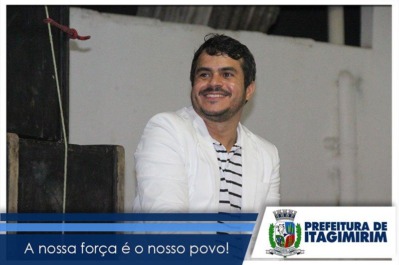 Palestrante da noite, João Laurêncio, tocou o coração dos profissionais da educação, levantando valores em cada um. (ASCOM)