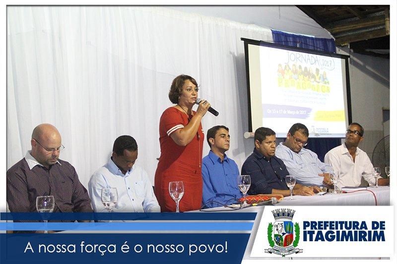 Devanir frisou a importância da sustentabilidade nos dias atuais e a importância da educação, firmando o compromisso de atenção especial para esta área em nosso município. (ASCOM)