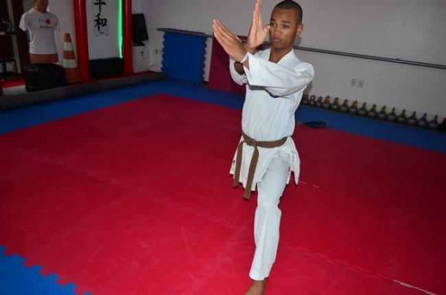 Karateca, Darlisson Guimarães, 17 anos, faixa marrom, participará da Seletiva Nacional Fechada, no dia 19, em Rondonópolis, MT. (ASCOM/PORTO SEGURO)