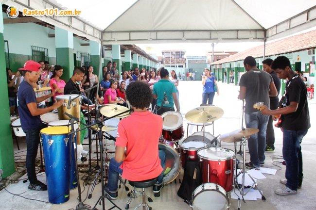 Grupo musical formado por alunos da escola realizaram um belo show. (Foto: Briza Pinheiro)